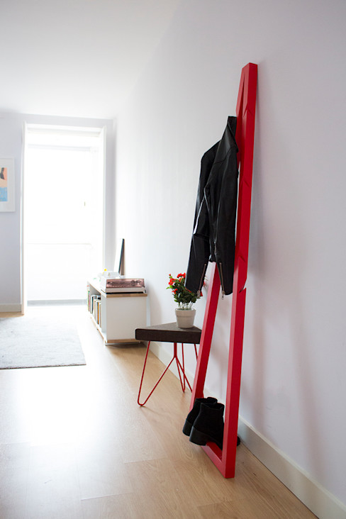 Pendura Coat Stand - Red homify Living roomStorage
