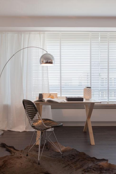 JUMA architects Ruang Studi/Kantor Modern