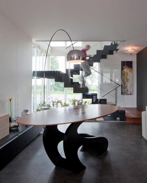 Modern binnen traditionele grenzen MEF Architect Moderne woonkamers