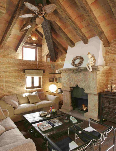 CONSOLIDACIONES Y CONTRATAS S.L Living roomFireplaces & accessories