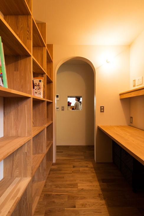 エヌ スケッチ Estudios y despachos de estilo moderno