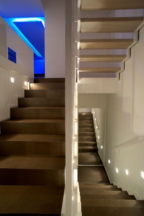CASA MP, Melizzano(CE) 2012 x-studio Ingresso, Corridoio & Scale in stile moderno