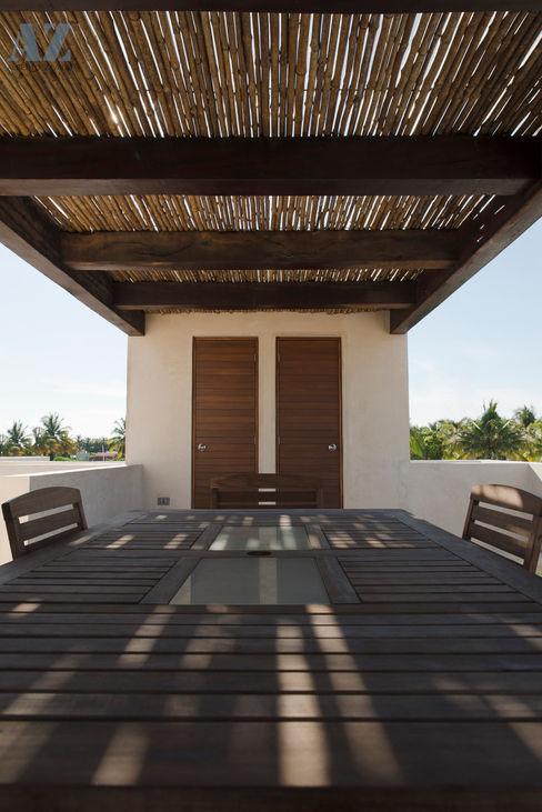 CASA MANGULICA Alberto Zavala Arquitectos Balcones y terrazas modernos