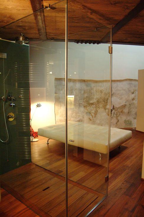 TAU ARCHITETTURA BathroomBathtubs & showers