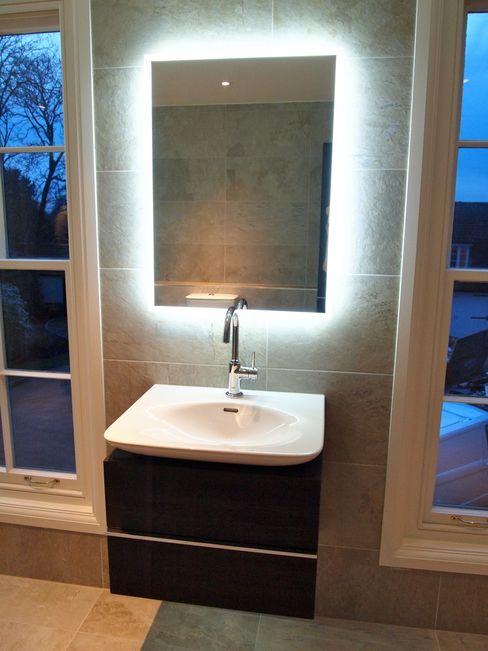 homify Classic style bathroom