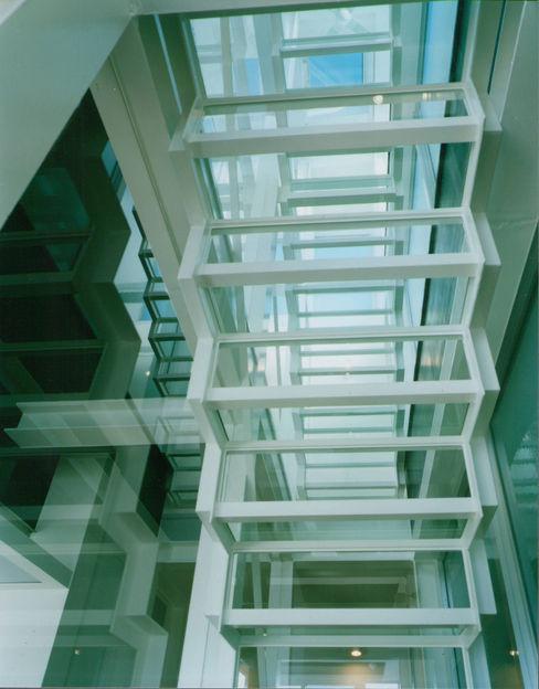 原 空間工作所 HARA Urban Space Factory Corridor, hallway & stairs Stairs Glass Transparent