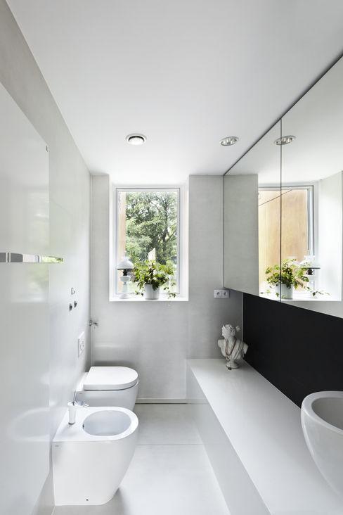 PERFORATED HOUSE INTERIOR KLUJ ARCHITEKCI Nowoczesna łazienka