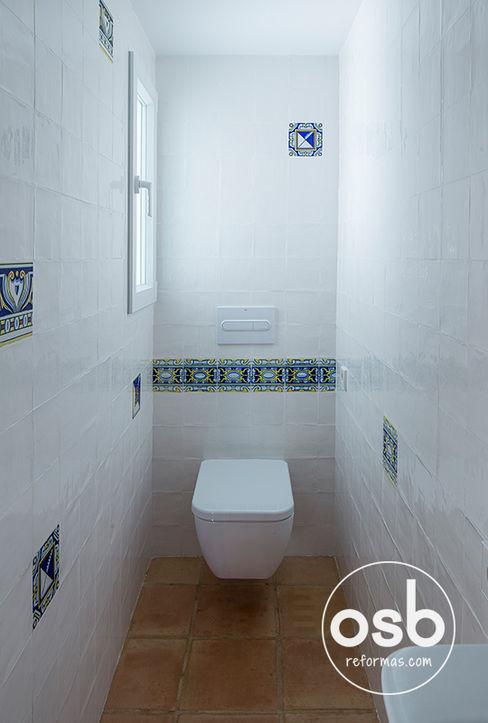 Baño 01 osb arquitectos Baños de estilo mediterráneo