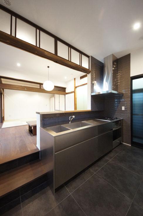 土間仕様のキッチン TERAJIMA ARCHITECTS/テラジマアーキテクツ モダンな キッチン