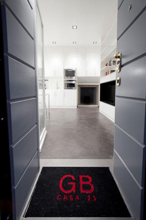 23bassi studio di architettura Minimalist corridor, hallway & stairs