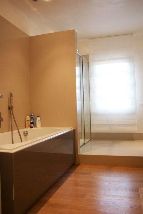 Villa privata a Ceresara Devincenti Multiliving Modern bathroom