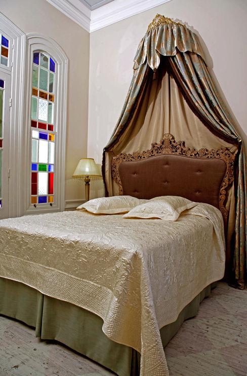 Suite Bathroom LOLA 38 Hotel SchlafzimmerBetten und Kopfteile