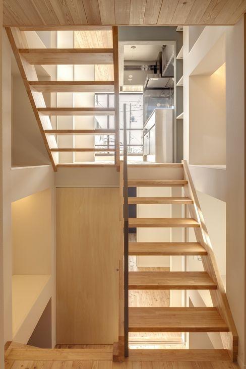 川越の家 株式会社FAR EAST [ファーイースト] オリジナルスタイルの 玄関&廊下&階段