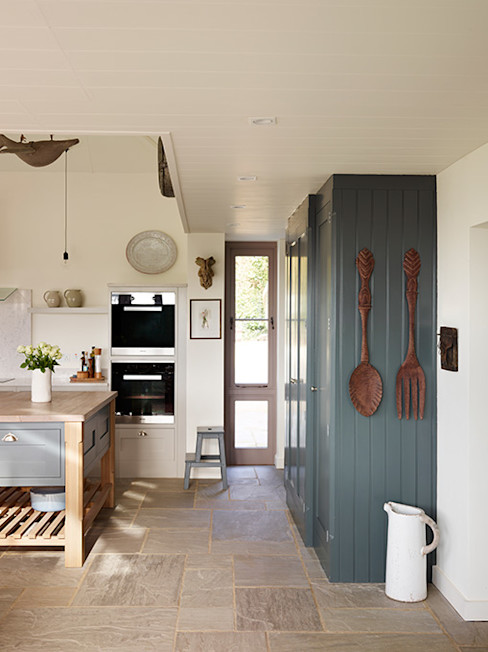Orford | A classic country kitchen with coastal inspiration Davonport 廚房 木頭