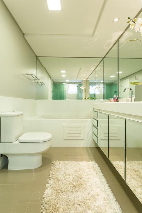 KARINA KOETZLER arquitetura e interiores モダンスタイルの お風呂
