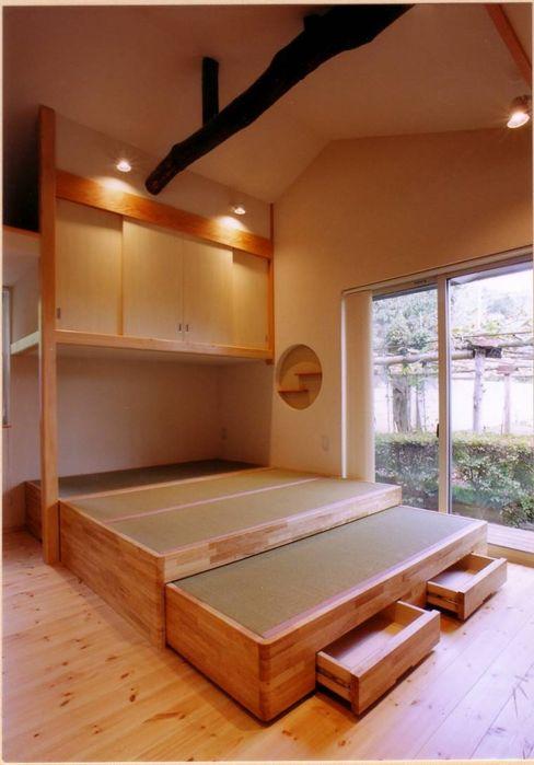 畳敷きの寝室コーナー 豊田空間デザイン室 一級建築士事務所 オリジナルスタイルの 寝室 ベージュ