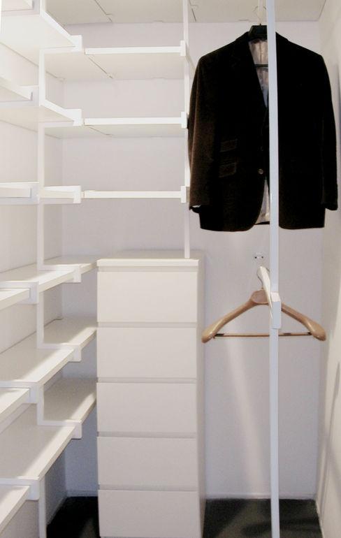 CASA STUDIO [2003] na3 - studio di architettura Spogliatoio minimalista Ferro / Acciaio Bianco