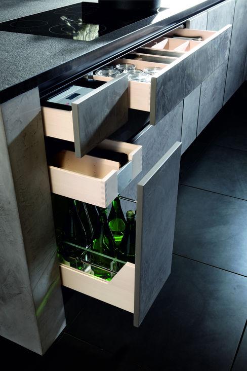 Betonoptik gespachtelt mit Buche hell Vollholz und Klarglas WERKRAUM & PLAN MÜNCHEN KücheSpülen und Armaturen