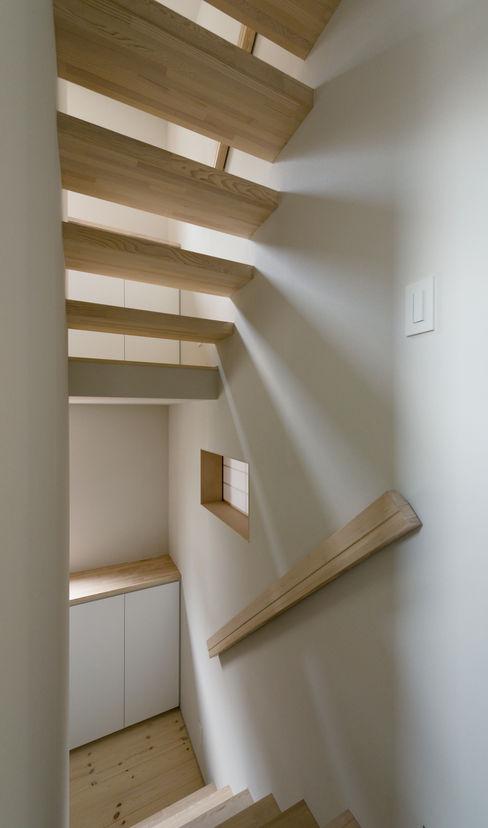 ENCLOSE 充総合計画 一級建築士事務所 モダンスタイルの 玄関&廊下&階段