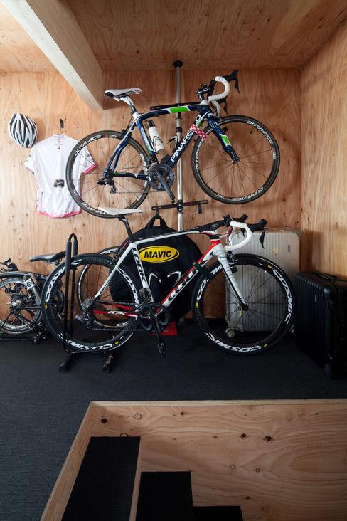 株式会社コウド一級建築士事務所 Modern garage/shed