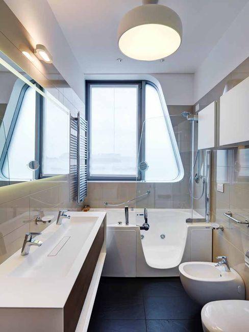 Private apartment in Milan CityLife complex Studio Marco Piva Modern bathroom