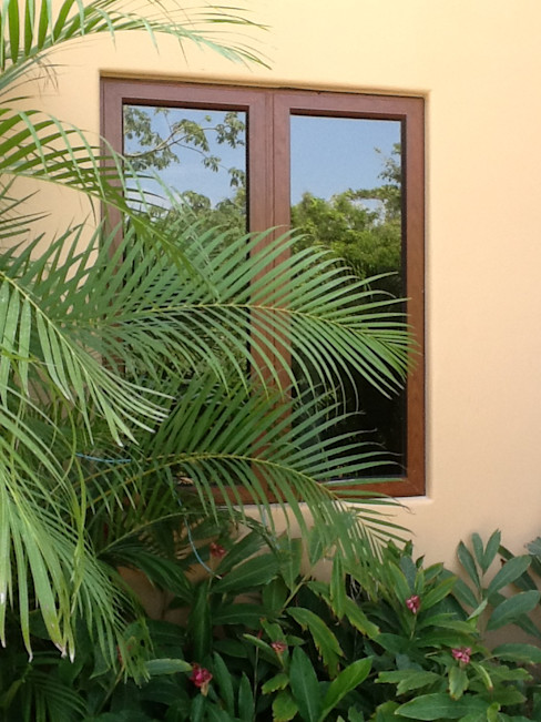 homify Classic windows & doors Aluminium/Zinc Wood effect