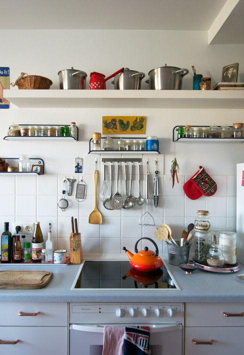 Mighty Vintage Cocinas de estilo ecléctico