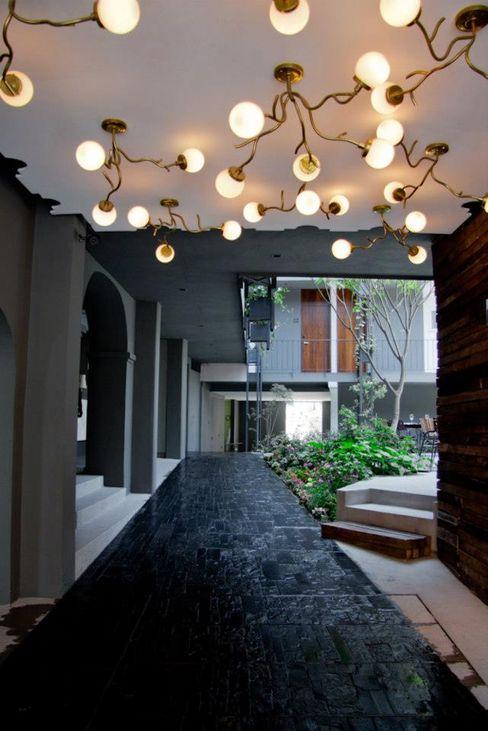 Flor de Mayo Hotel & Restaurant Elías Arquitectura Pasillos, vestíbulos y escaleras modernos