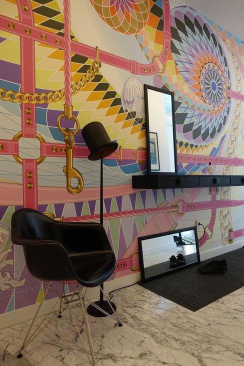 J.Design Pasillos, vestíbulos y escaleras de estilo moderno Multicolor