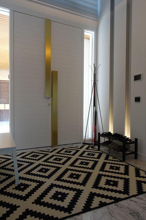 J.Design Modern Corridor, Hallway and Staircase White