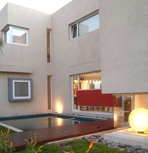 Frente Ramirez Arquitectura Casas de estilo minimalista Vidrio Rojo
