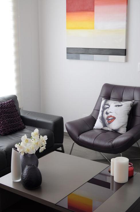 Cólorful Casa Creadora Salones de estilo moderno