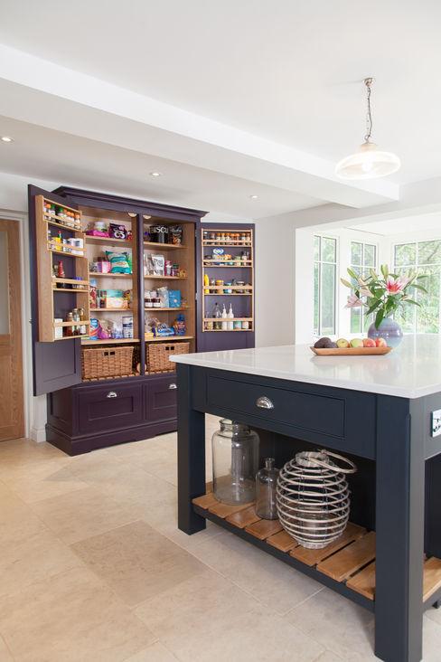 Surrey kitchen Lewis Alderson KitchenCabinets & shelves