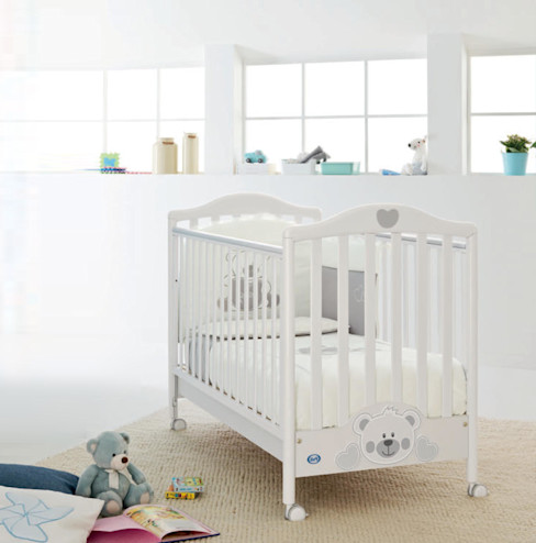 'Funny Bear' White baby cot with drawer & drop sides by Pali homify Nursery/kid's roomBeds & cribs Gỗ White