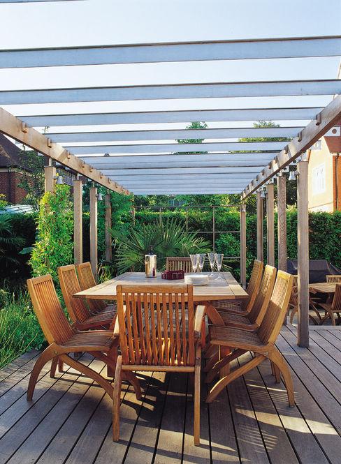 A private garden in West Hampstead, London Bowles & Wyer Eklektik Bahçe