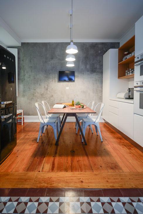 LAVRADIO DESIGN Industrial style kitchen Grey