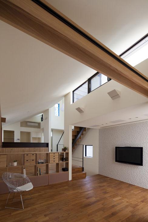 リビング|桜坂の家 U建築設計室 モダンデザインの リビング