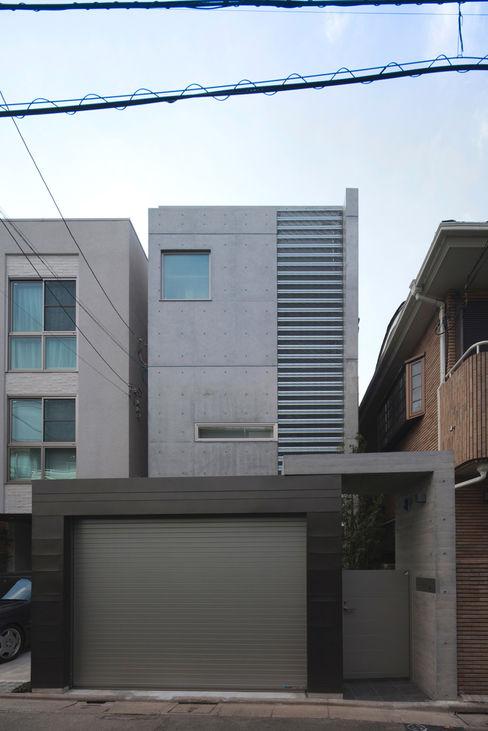 U建築設計室 Case moderne Cemento armato Grigio