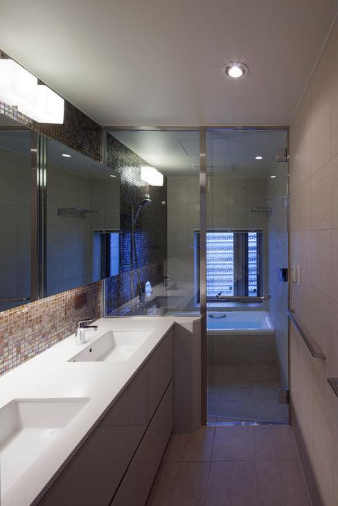 U建築設計室 Bagno moderno Piastrelle Beige