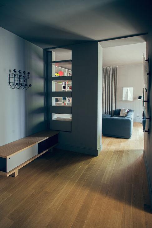 house#01 ingresso andrea rubini architetto Ingresso, Corridoio & Scale in stile classico Legno Grigio