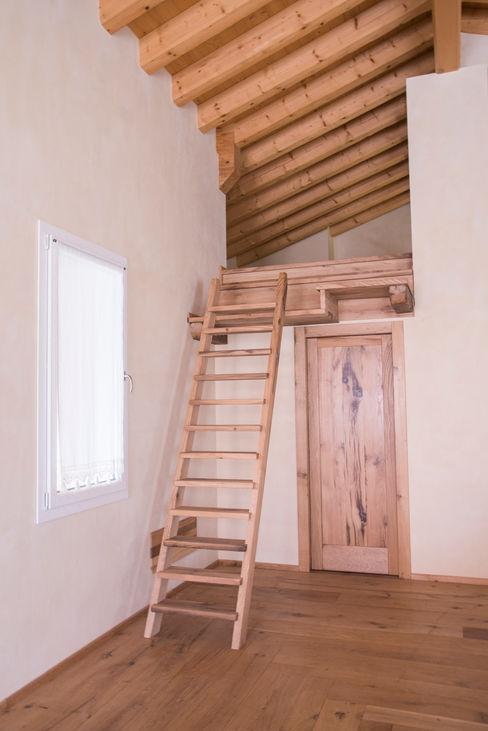 RI-NOVO Rustic style corridor, hallway & stairs Wood
