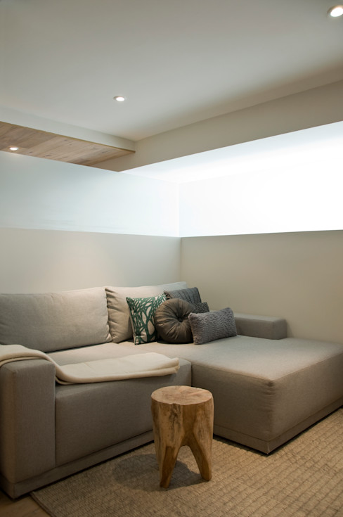 Sala de TV Basch Arquitectos SalasSalas y sillones Madera Gris
