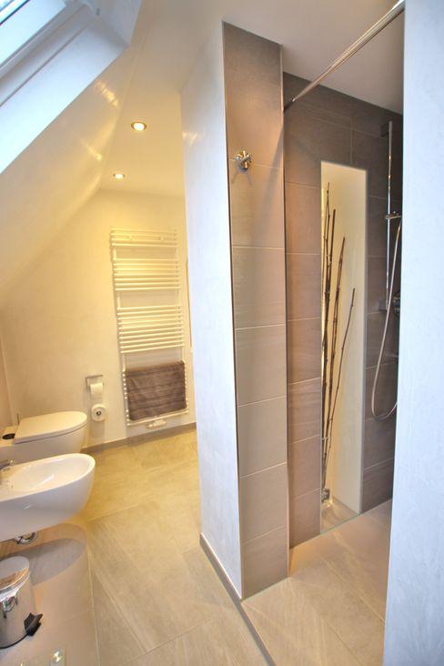 homify Modern bathroom Ceramic Grey