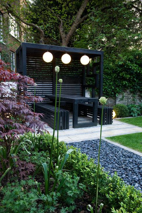 Pergola Earth Designs Vườn phong cách hiện đại Than củi