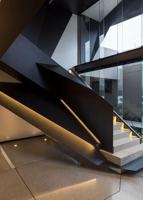 House in Kloof Road Nico Van Der Meulen Architects 現代風玄關、走廊與階梯