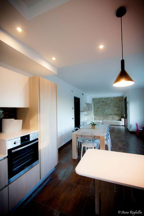 Studio HAUS Modern kitchen