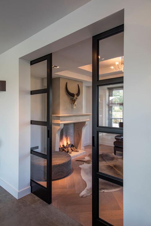 Stalen deuren Medie Interieurarchitectuur Moderne woonkamers Metaal Zwart