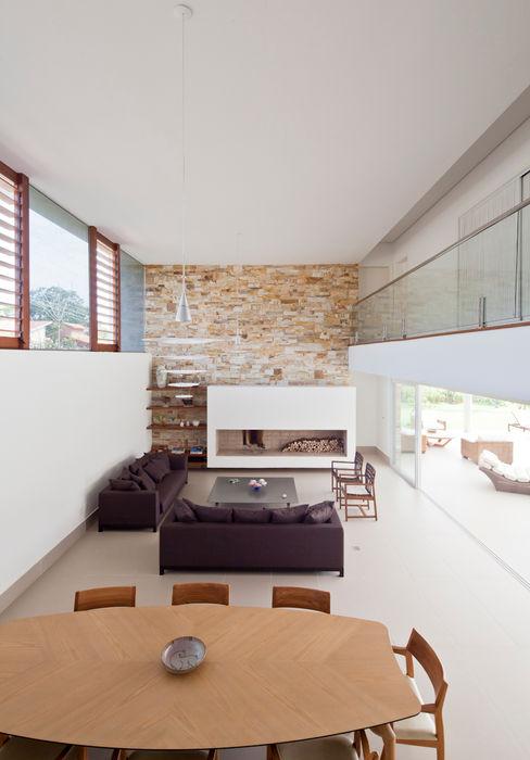 Conrado Ceravolo Arquitetos Livings de estilo moderno