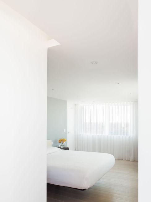 Bedroom Francesco Pierazzi Architects Minimalist bedroom White