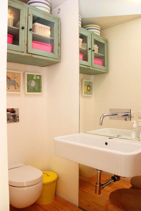 MOOPI - Arch + Interiors Modern bathroom